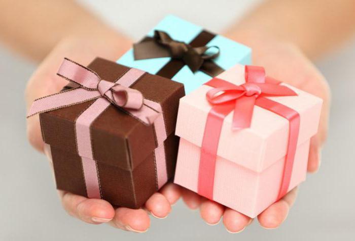 Шуточное поздравление с вручением прикольных подарков на день рождения